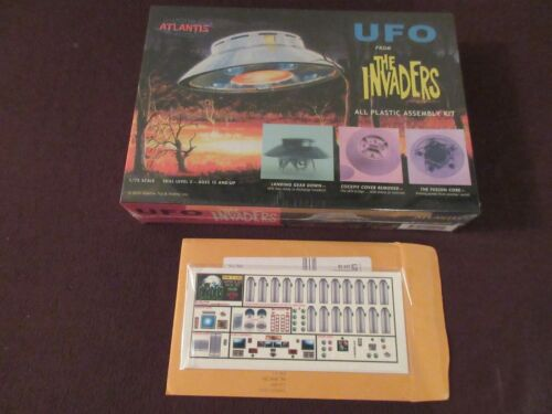 THE INVADERS TV SEIES UFO SPACE SHIP FACTORY SEALED W/RARE DECALS 1/72 MINT