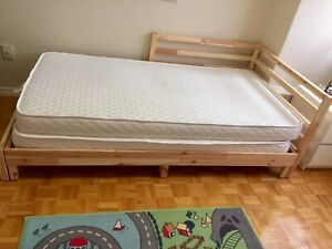 Single bed converts into a twin bed
