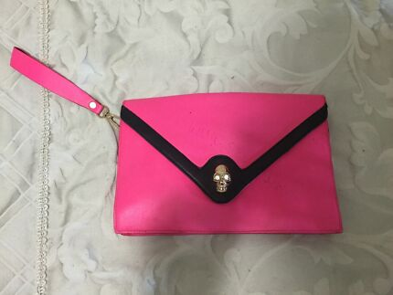 Pink skull bag  Thornlands Redland Area Preview