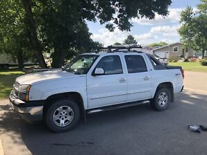 2005 chev avalanche LOW KMS