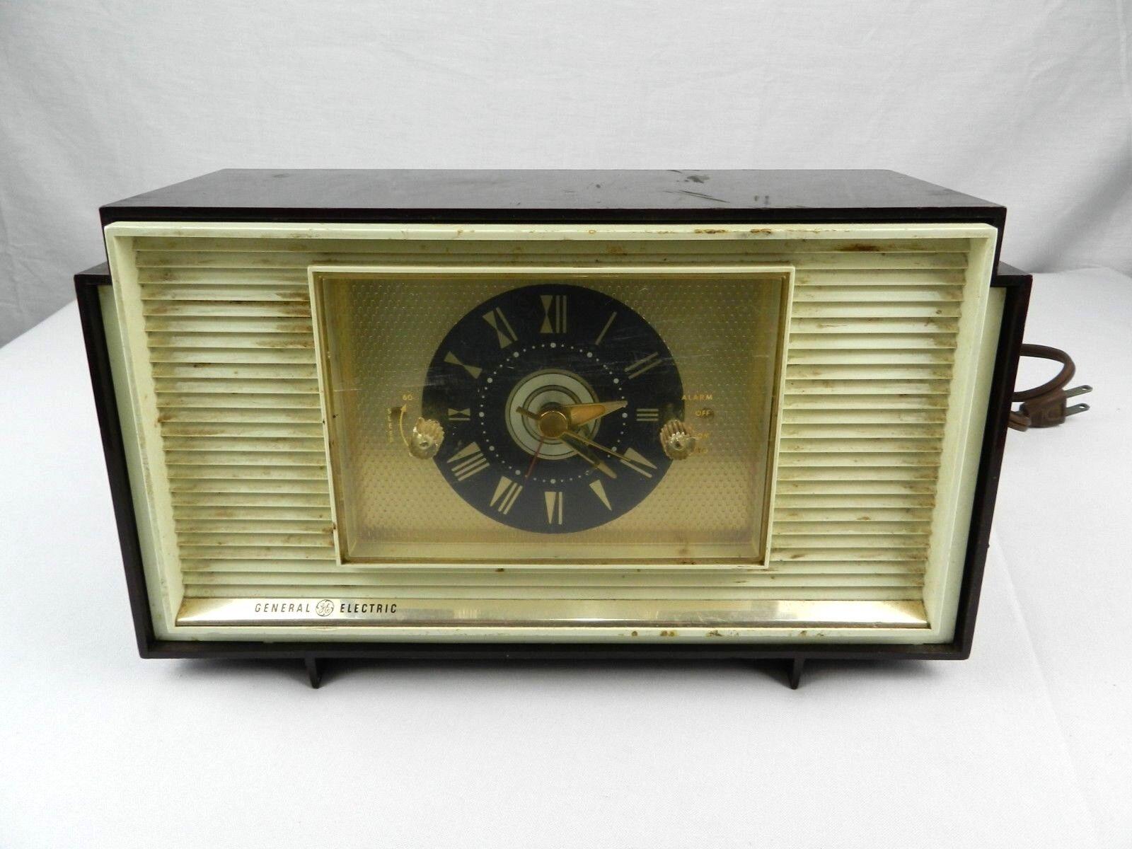 Vintage GE General Electric Model 940 Analog Clock Radio Alarm Clock Mid Century