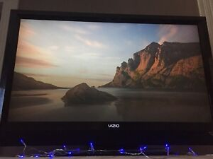 "40"" VIZIO Flatscreen TV with beautiful picture"