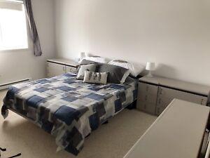 Set chambre base de lit queen achetez ou vendez des meubles dans