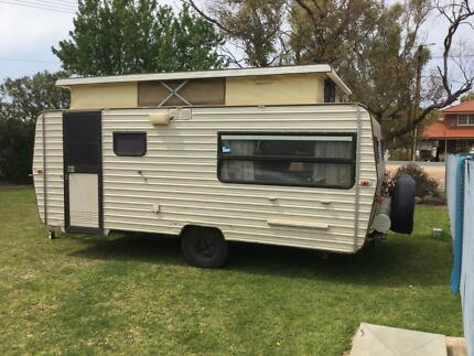 1987 Male Trail Caravan