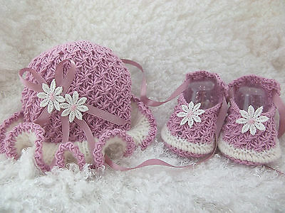 KNITTING PATTERN FOR HAT/SHOE SET TO FIT 18-22