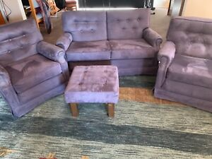 Club lounge suite, 3 piece. In excellent condition
