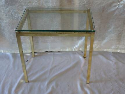 Small Retro Metal and Thick Glass Side / Lamp/ Coffee Table South Windsor Hawkesbury Area Preview