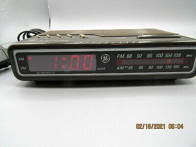 Nice Vintag GE Model 7-4612A Led AM/FM Clock Radio