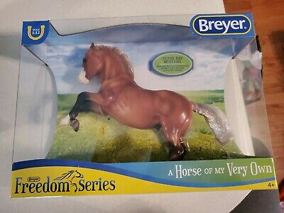 Breyer 2019 Freedom Series Silver Bay Mustang # 947 1:12 Scale New in Box