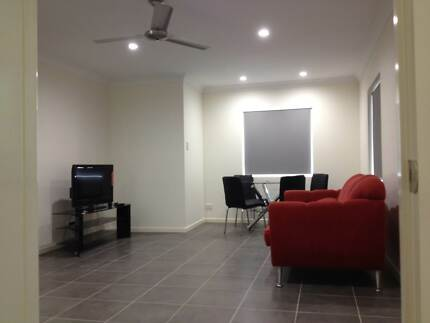 STUDENT ACCOMMODATION - LIVE NEXT TO LARGE FRUIT SHOP! 2 ROOMS