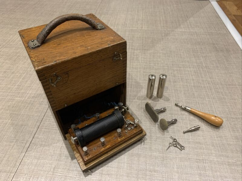 Antique Medical Electric Shock Machine Electrotherapy Coil Vintage Wooden Case