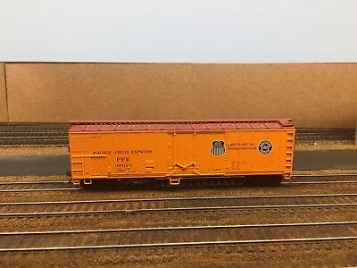 Used, Athearn RTR HO scale Pacific Fruit Express (PFE) reefer #301123 for sale  Rosemount