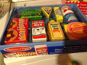 Melissa and doug pizza, cupcakes and food 30$ for 3 sets