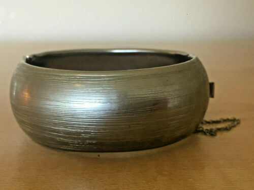 Vintage Texture Silver Tone Hinged Bangle Bracelet With Safety Chain