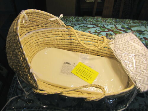 MOSES BASKET W BONNET LINER AND PAD WENDY ANNE NEW OLD STOCK