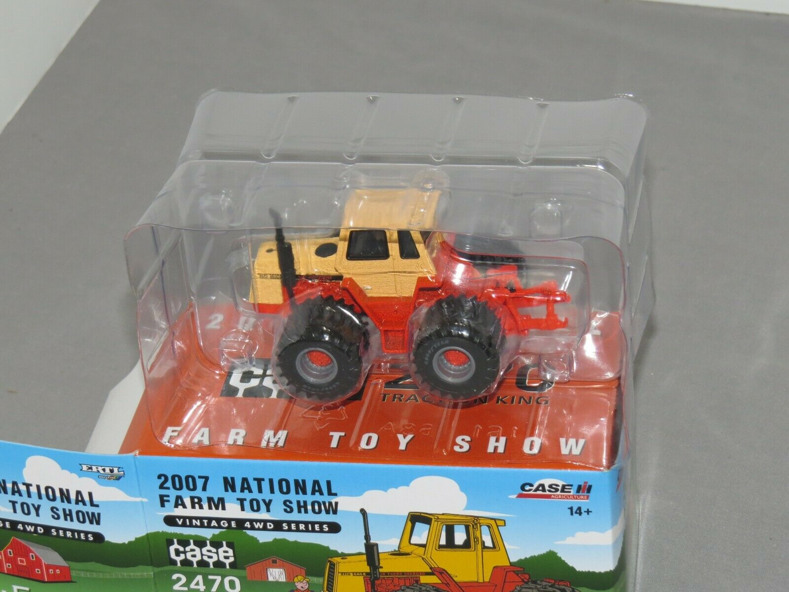 CASE 2470 Traction King 4WD Tractor National Farm Toy Show ERTL 1:64 NIB