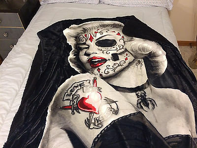 Marilyn Monroe Zombie Bombshell Sherpa Blanket Throw Very Soft  NEW