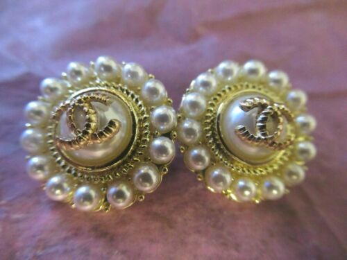 💋💋💋💋💋 Chanel 2 buttons  18mm lot of 2 pearl  gold tone CC