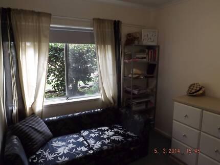 EPPING ...1 furnished bedroom in 2 bed unit 5 mins station/shops