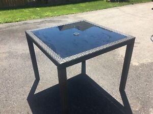 Patio Table, Excellent Condition