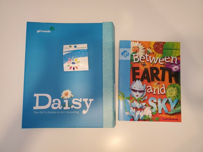 Daisy Girl Scout Books And Petals