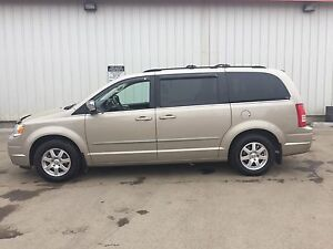 2009 Chrysler Town & Country Touring Minivan, Van
