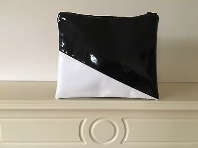 FOLDOVER FAUX LEATHER BLACK PATENT GLOSS AND WHITE CLUTCH BAG