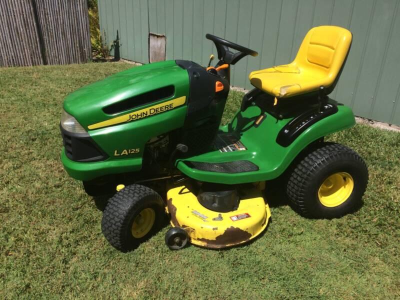 john deere 670 lawn tractor