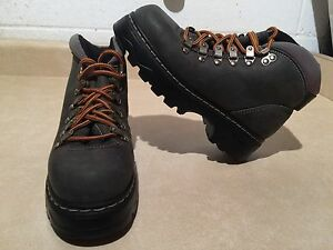 Women's Roots TUFF Leather Boots Size 6