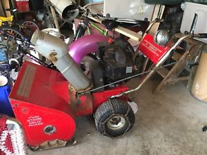 Electric start snow blower runs excellent only 220 dollars