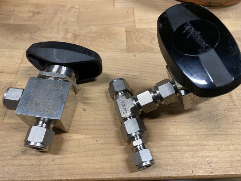 Lot Of 2 SWAGELOK 40 SERIES ANGLE PATTERN BALL VALVE, 4.6 CV, 1/2 IN SS-45S8-A-K
