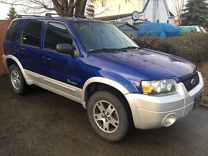 2005 Ford Escape HYBRID AWD Carproof