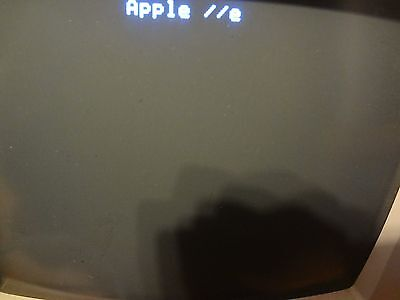Vintage Apple IIe Computer A2S2128 Tested Powers on