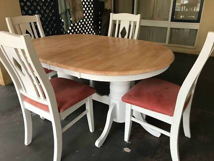 Hamptons Style Extendable Dining Table And Chairs 90000 Osborne Park