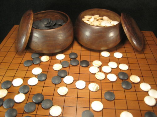 JAPANESE ANTIQUE C. 1920  GOBAN THICK SLATE & SHELL STONES  MULBERRY WOOD BOWLS