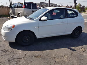 2011 Hyundai Accent L    SUNROOF   !!! GREAT PRICE !!!