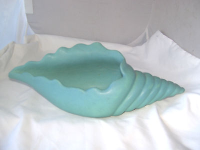 NICE VINTAGE VAN BRIGGLE TURQUOISE BLUE CONCH SHELL VASE