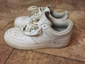 Nike air force 1 size 9 (right shoe damaged)