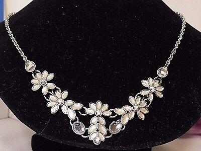 Beautiful Lia Sophia Magnolia Statement Bib Style Necklace  16 19   Nwt