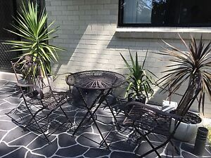 Garden table and 2 chairs for Sale Macquarie Fields Campbelltown Area Preview