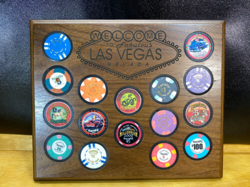 LOT OF 16 Vtg CASINO POKER CHIPS Las Vegas Harrahs with Wood Display 100 25 5 1