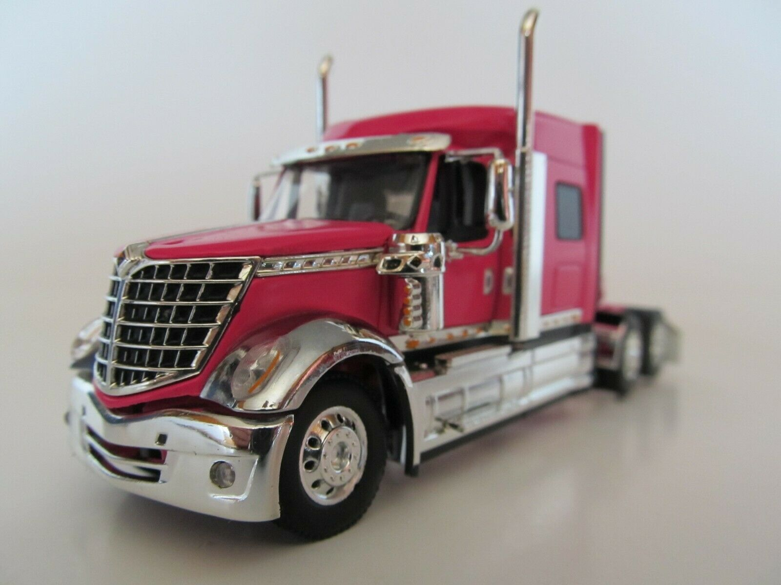 DCP 1/64 SCALE INTERNATIONAL LONESTAR PINK- CHROME FRONT FENDERS  (TRACTOR ONLY)