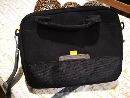 "Targus Laptop bag 11"" used once and in perfect condition"