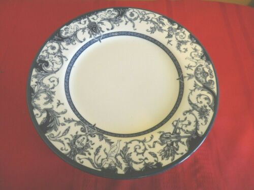 HRP Queens Rosina Dinner Plates The Royal Palaces Historical HRP England