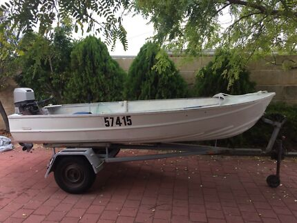 Licenced 4.2m dinghy and licenced trailer $1500 firm