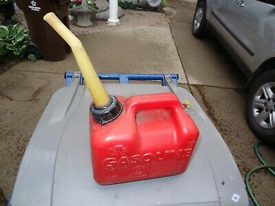Chilton 1 Gallon Vented Gas Fuel Can Spout P10 Made In Usa Missing Screen