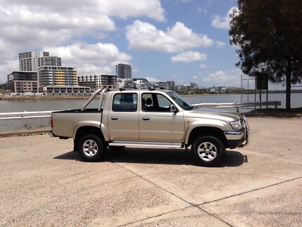 Toyota Hilux SR5 Manual Dual Cab 4x4 Ryde Area Preview