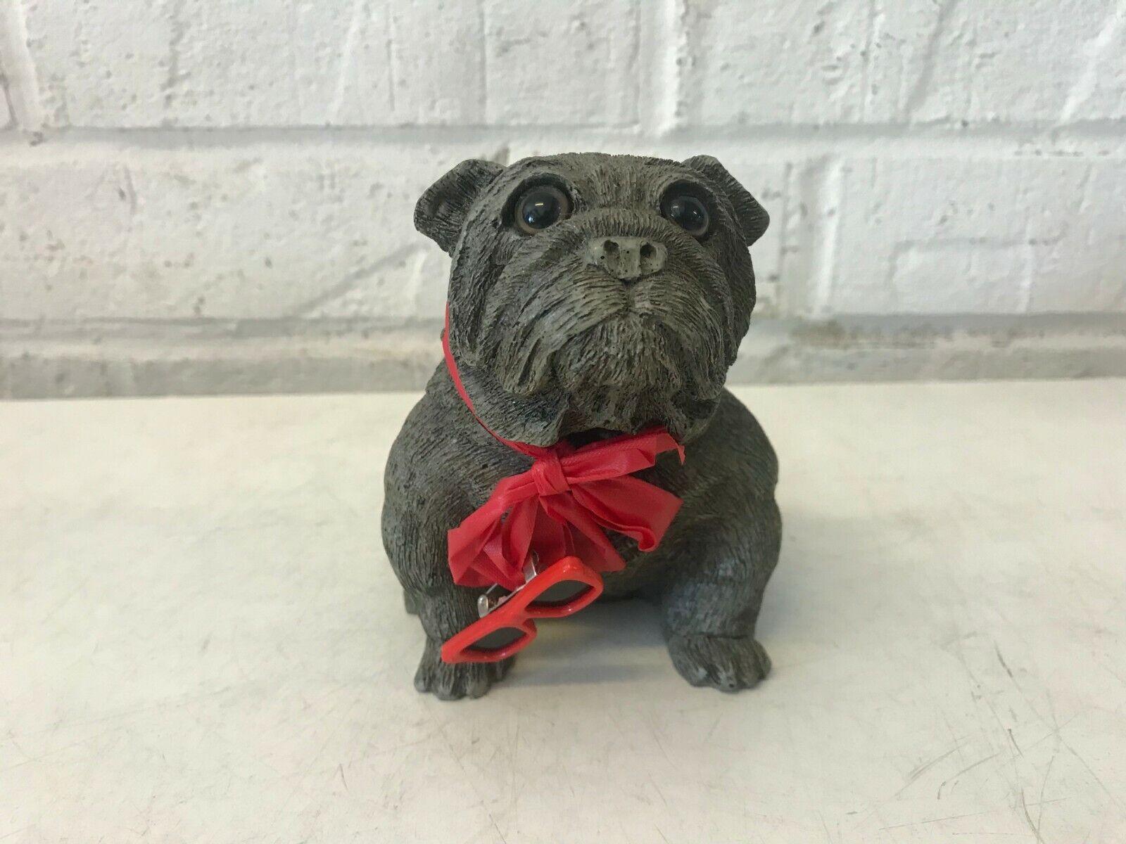 Bulldog anglais figurine noir assis signé avec noeud & soleil clip