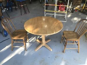 3ft Table with chairs