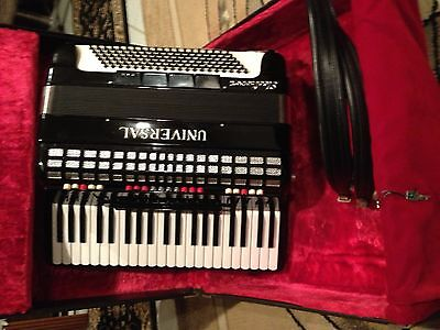 Universal (guerrini) Electrovox Accordion Made In Italy Beautiful Looks &sound